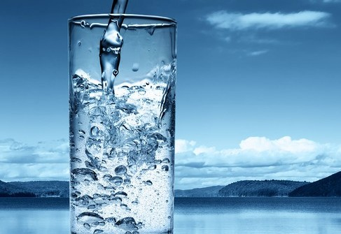 Phân biệt nước khoáng và nước tinh khiết